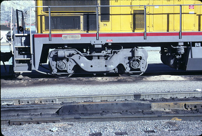 GE's standard two axle floating bolster truck, as used as the rear truck on UP B23-7 126. November 1990. (Don Strack Photo)