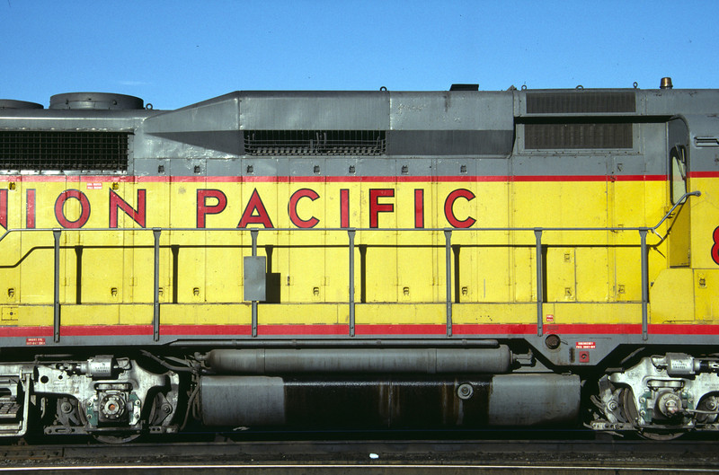 Side view of the forward right side of UP GP30 827. Salt Lake City, July 1984. (Don Strack Photo)