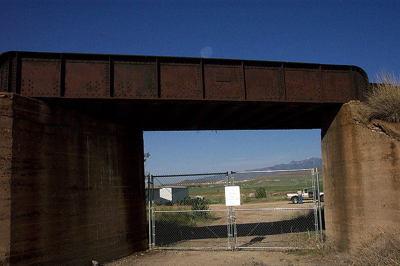 A closer view of the east side of the UP bridge. April 30, 2006. (Don Strack Photo)