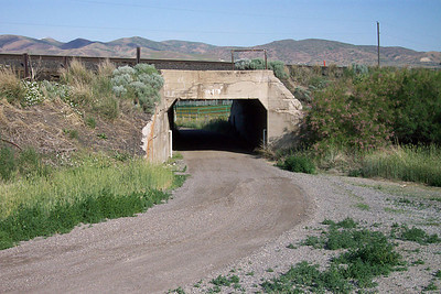 The east side of the SL&U bridge. April 30, 2006. (Don Strack Photo)