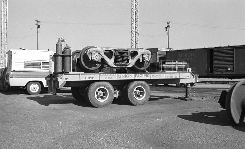 UP_Mobile-Crane-Trailer_North-Platte_1971
