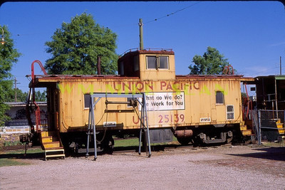 UP 25139 at Fort Smith, Arkansas. April 2010.