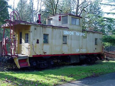 UP 25027 at Boring, Oregon. January 2003.