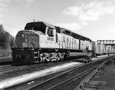 up-6900_DDA40X_with-train_up-photo