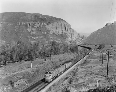 up-6_turbine_with-train_henefer-utah_uprr-photo
