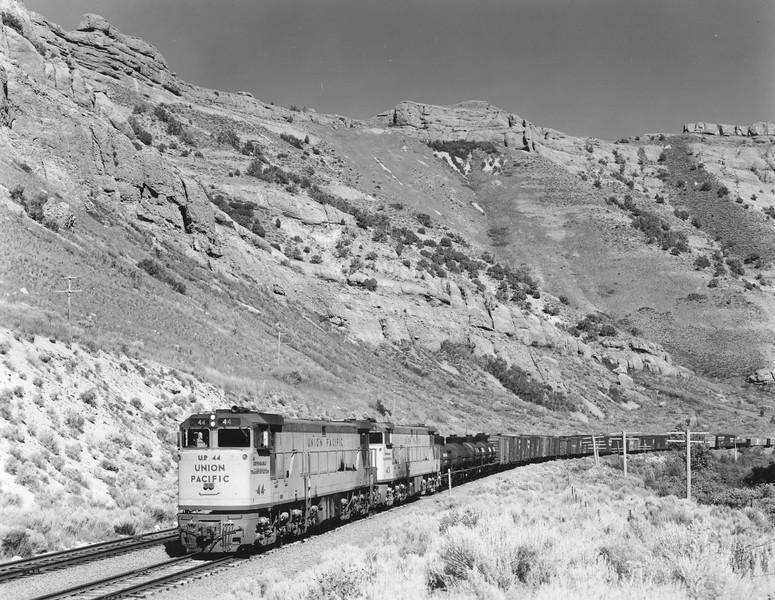up-44-43_U50_with-train_weber-canyon_uprr-photo