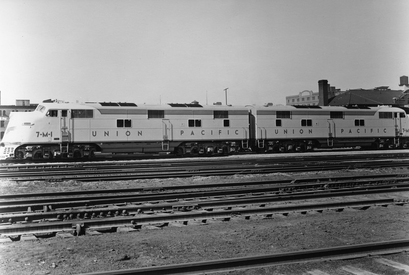 up-7-m-1_7-m-2_E6A-set_uprr-photo