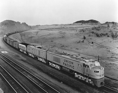 UP_8500GTE_1-with-train_Dale-Jct_UPRR-Photo