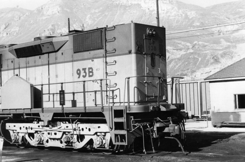 UP DD35 93B, modified electrical cabinet.  (Don Strack Photo)