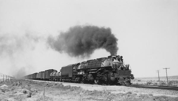 UP_4-8-8-4_4005-with-train_near-Fort-Steele-Wyo_Aug-17-1946_R-H-Kindig-photo