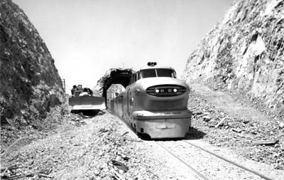 aerotrain_tunnel_aug-1957_up-photo