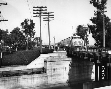 UP_City-of-Los-Angeles-Streamliner_East-Los-Angeles_May-8-1936_UPRR-Photo