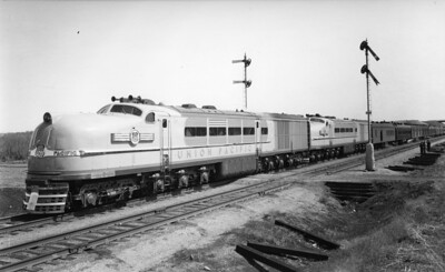 up-1-2_STEL_with-train_up-photo