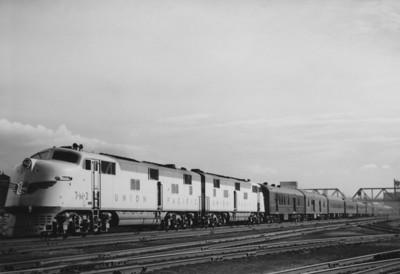 UP Streamliner, (Kindig Photo)