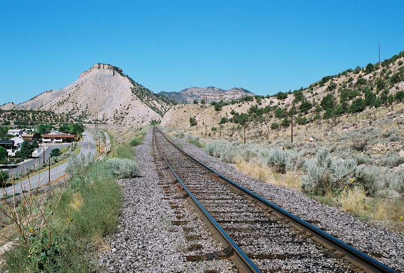 Utah-Ry_east_from_tunnel_1_August_8_2004