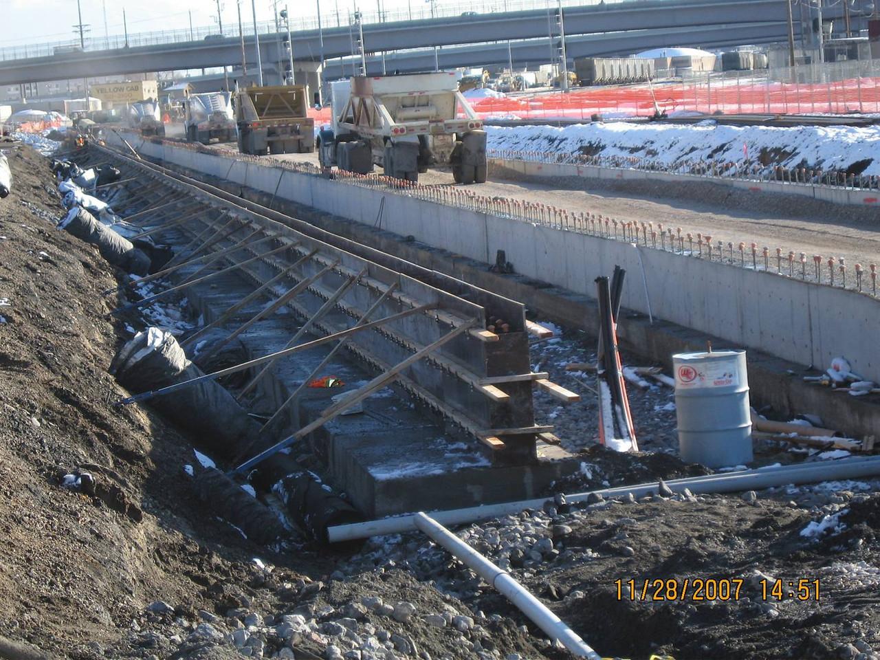 2007-11nov-28_Salt_Lake_City_Central_Station_Platform_Backfill