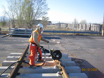 2006-04apr-19_Clearfield_Yard_welders-set_up_test_welds
