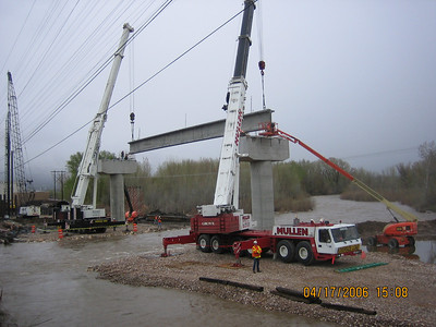 2006-04apr-17_Weber_River_Grider_Erection_Piers_4_and_5