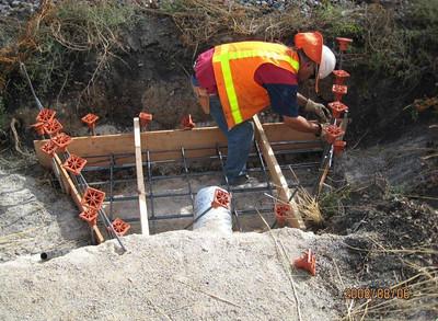 2008-08aug-06_Reach-1005_Drainage_Apron-Headwall_Construction_01
