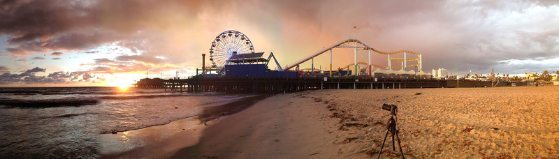 """<a href=""""http://www.jawsnap.net/Daily/year4/16022532_Pz8nBL#1567481918_7MbGTkh"""">2011-11-04 Pleasure Pier</a> SETUP Not a traditional setup photo, but you can see the camera and tripod on the sand. <a href=""""http://blog.jawsnap.net/2011/11/photo-setup-11411-pleasure-pier/"""">Read more on the blog</a>."""