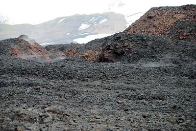 Í hrauninu við Magna og Móða stígur enn upp gufa.