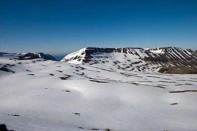 Horft yfir að Heiðarskarði og Heiðnafjalli