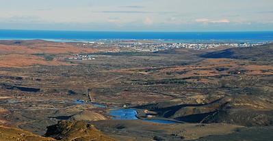 Horft yfir að Hafnarfirði, Kaldárbotnar, vatnsból Hafnfirðinga í forgrunni