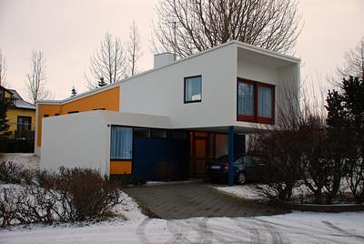 Sólheimar 5 byggt á 7. áratugnum. Húsið er friðað sem dæmi um byggingastíl þess tíma.
