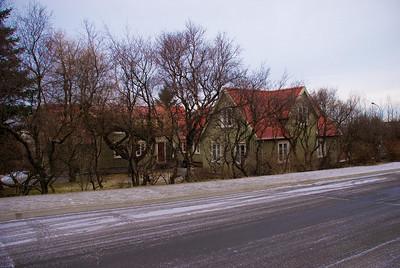Pósthúsið sem Pósthússtræti er kennt við. Húsið stóð við Pósthússtræti 11 (Hótel Borg) en stendur nú við Brúnaveg 8.