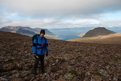 Eiríkur Áki. Súðavík við Álftafjörð í bakgrunni.