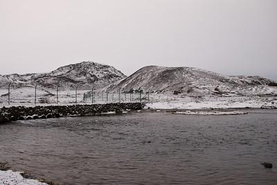 Leiðin framundan að Helgafelli, Gvendarselshæð til hægri.