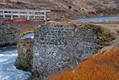 Brúin við Brúarfoss, grjóthleðslan er 100 ára gömul.