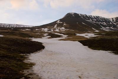 Nú var ákveðið að fara upp snjóskaflinn. Klukkan 20.20