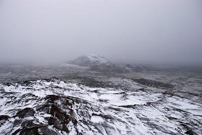 Helgafellið hverfur í þokunni
