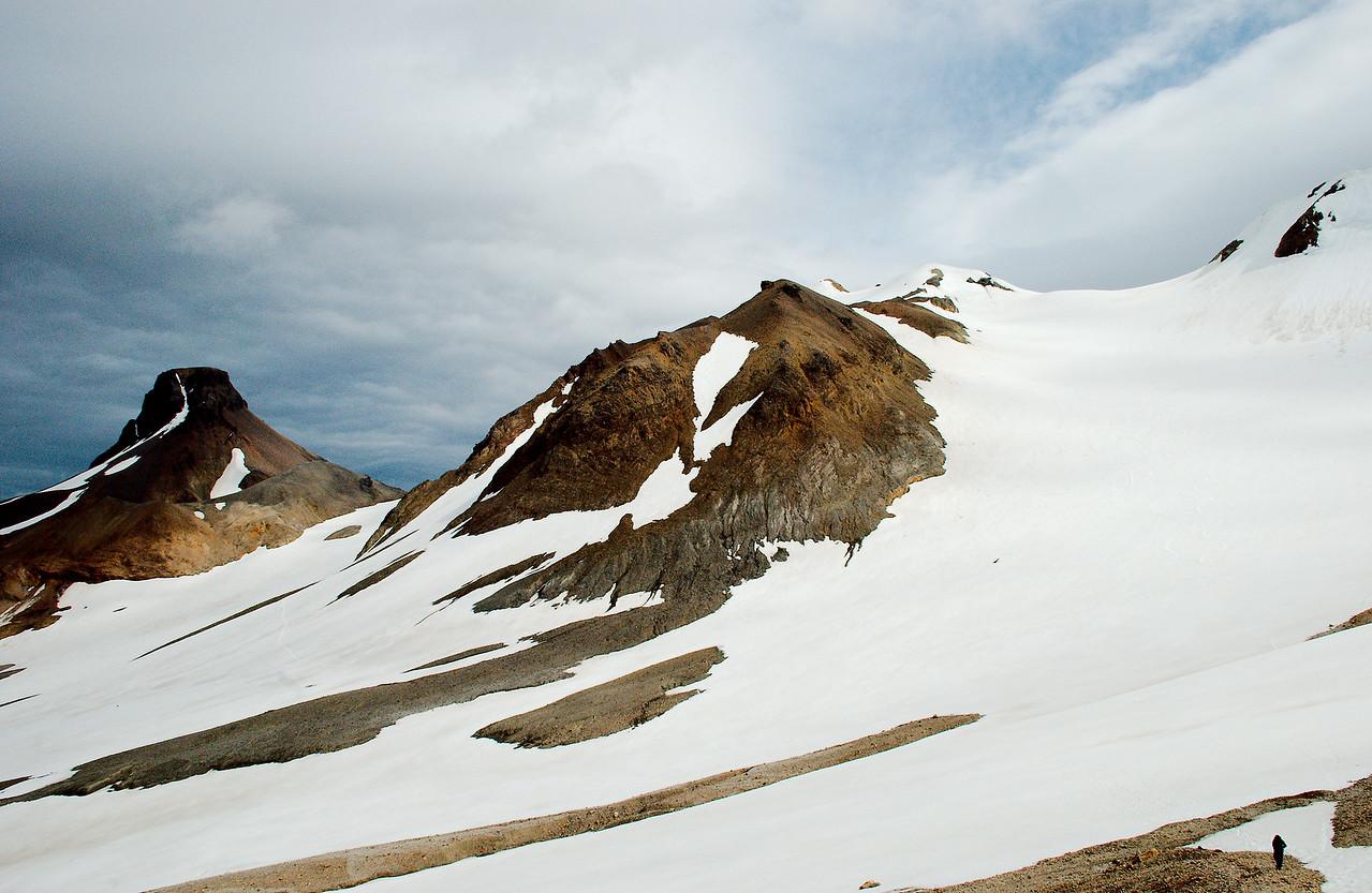 Loðmundur, Snækollur og rétt glittir í Fannborg.