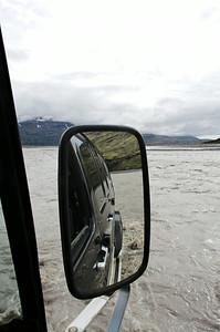 Á leið yfir Skyndidalsá