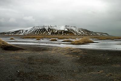 Horft yfir Grunnafjörð að Akrafjalli