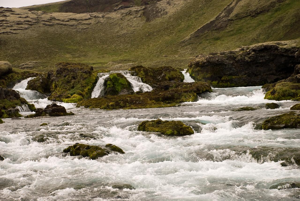 Rétt fyrir neðan Eldgjá er þessi foss í Syðri-Ófæru