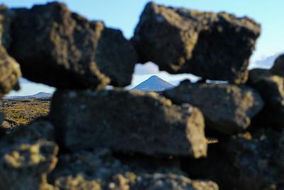Keilir í gegnum grjóthleðsluna