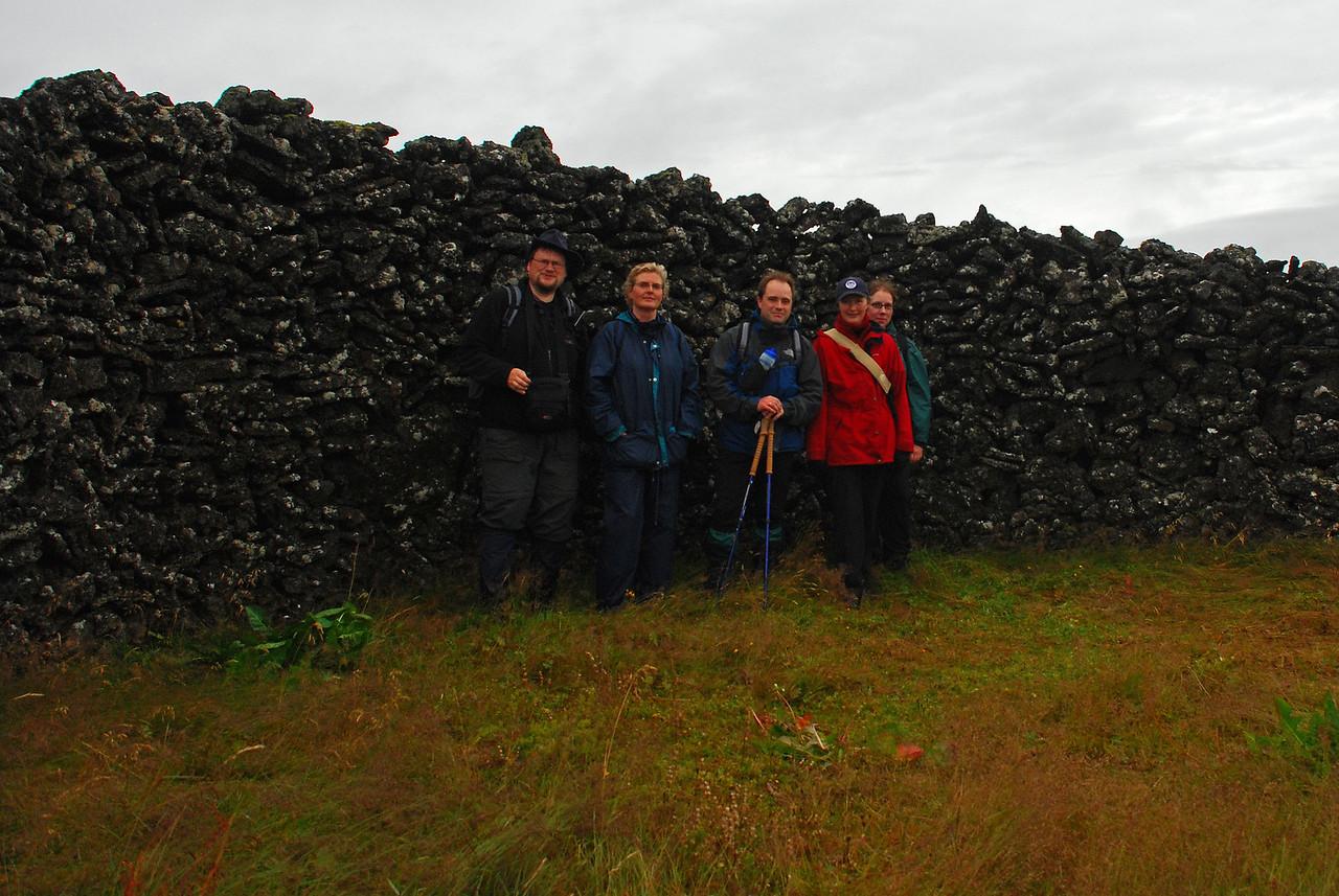 Gönguhópurinn kominn í Óttarsstaðaborg