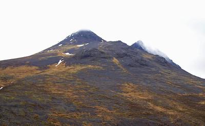 Þokan lyfti sér aðeins yfir Hróarstindi