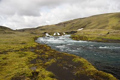 Komin upp að vaði yfir Syðri-Ófæru við Eldgjá.