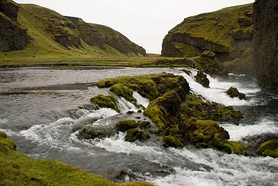 Við vaðið yfir Syðri-Ófæru er þessi fallegi foss