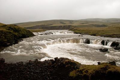 Hraunbrúin yfir Syðri-Ófæru var á kafi