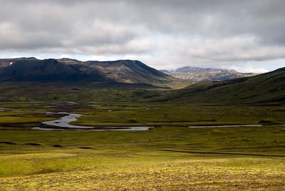 Horft eftir gönguleiðinni. Syðri-Ófæra rennur frá Eldgjá