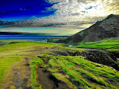 Horft til baka, Drangshlíðarfjall hægra megin.
