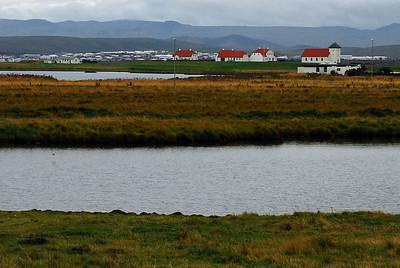 Bessastaðir, Kasthúsatjörn i forgrunni
