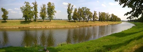 Řeka Morava mezi Uherským Hradištěm a Jarošovem