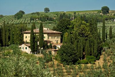 V205 - CHIANTI, ITALY - Charming 16th Century Villa