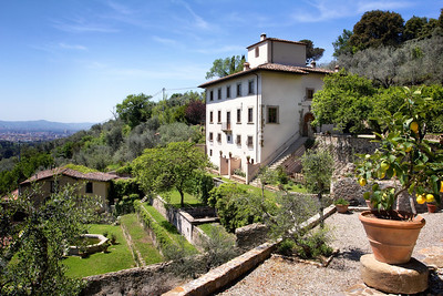V223 - FLORENCE, ITALY - Prestigious Villa on the Hills of Florence